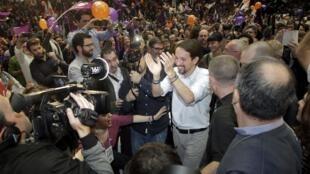Le leader du parti Podemos (nous pouvons), Pablo Iglesias à son arrivée pour son dernier meeting le 18 décembre 2015 avant les élections de ce dimanche.