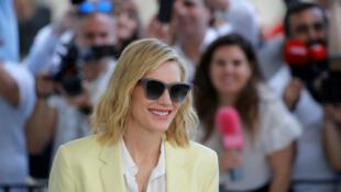 第71届戛纳电影节评委会主席凯特`布兰切特,在影节开幕前夕,抵达戛纳的马丁内斯酒店。
