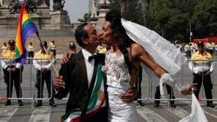 Manifestación a favor del matrimonio homosexual, mientras otros protestan en contra en otra parte de la ciudad, el pasado 24 de septiembre de 2016 en Ciudad de México.