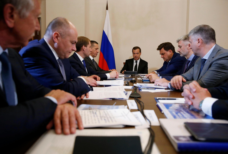 Премьер-министр РФ Дмитрий Медведев заявил, что США ввели санкции, чтобы «ограничить мощь» России