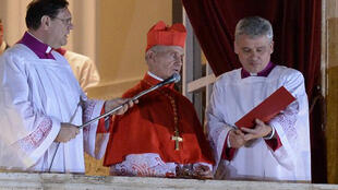 El cardenal francés Jean-Louis Tauran anunciando la elección de Jorge Mario Bergoglio como nuevo papa.