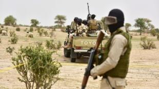 尼日尔士兵执行巡逻任务   2016年6月
