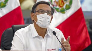 El presidente de Perú Martín Vizcarra autorizó la reanudación de labores en la exploración minera, construcción y cervecerías como parte de un plan gradual de reactivación de la economía, que cayó 16% en marzo por la pandemia
