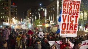 Au Canada, les étudiants protestent dans les rues du centre-ville de Montréal contre la hausse des frais de scolarité, le 16 mai 2012, au Québec.