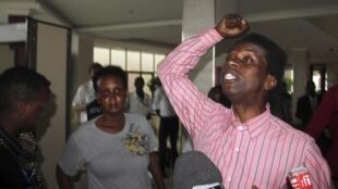 Audifax Ndabitoreye après sa libération mercredi 6 mai 2015, à Bujumbura.