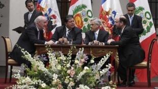 وزرای امور خارجۀ شیلی و پرو در سانتیاگو