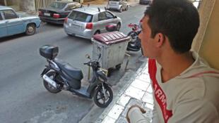 Arrivé à Athènes, cet Afghan ne songe qu'à une chose : repartir. Objectif : rejoindre l'Europe du Nord.