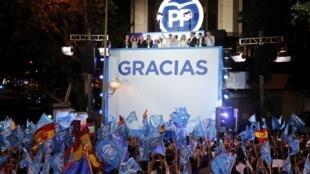 Mariano Rajoy, líder do PP, festejaram a vitória na sede do partido, em Madrid, a 26 de Junho de 2016.