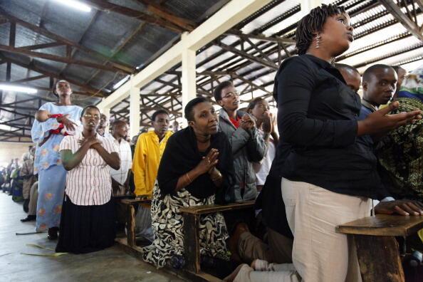 Des femmes prient durant une messe, à Bujumbura (archives).