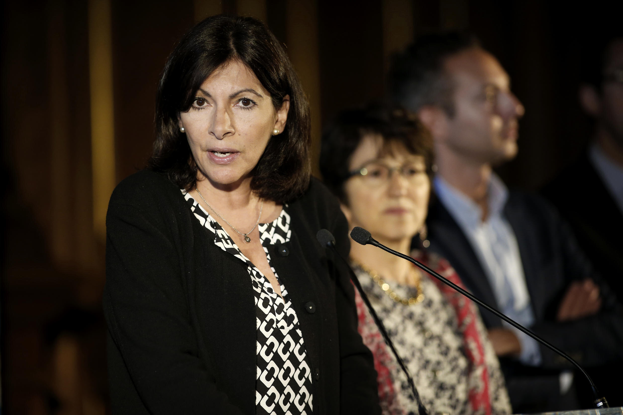 Mayor of Paris Anne Hidalgo gives a press conference regarding the creation of an official camp to welcome migrants on May 31, 2016 in Paris.