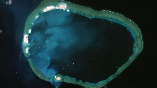 Đá Vành Khăn (Mischief Reef). Ảnh chụp từ vệ tinh của CSIS