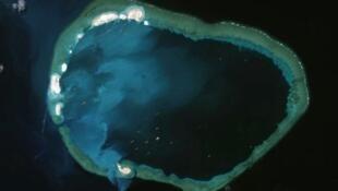Ảnh minh họa: Đá Vành Khăn (Mischief Reef), chụp từ vệ tinh.