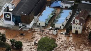 Une vue aérienne des dégats causés par les inondations, ville de Nova Frigurgo, le 12 janvier 2011.