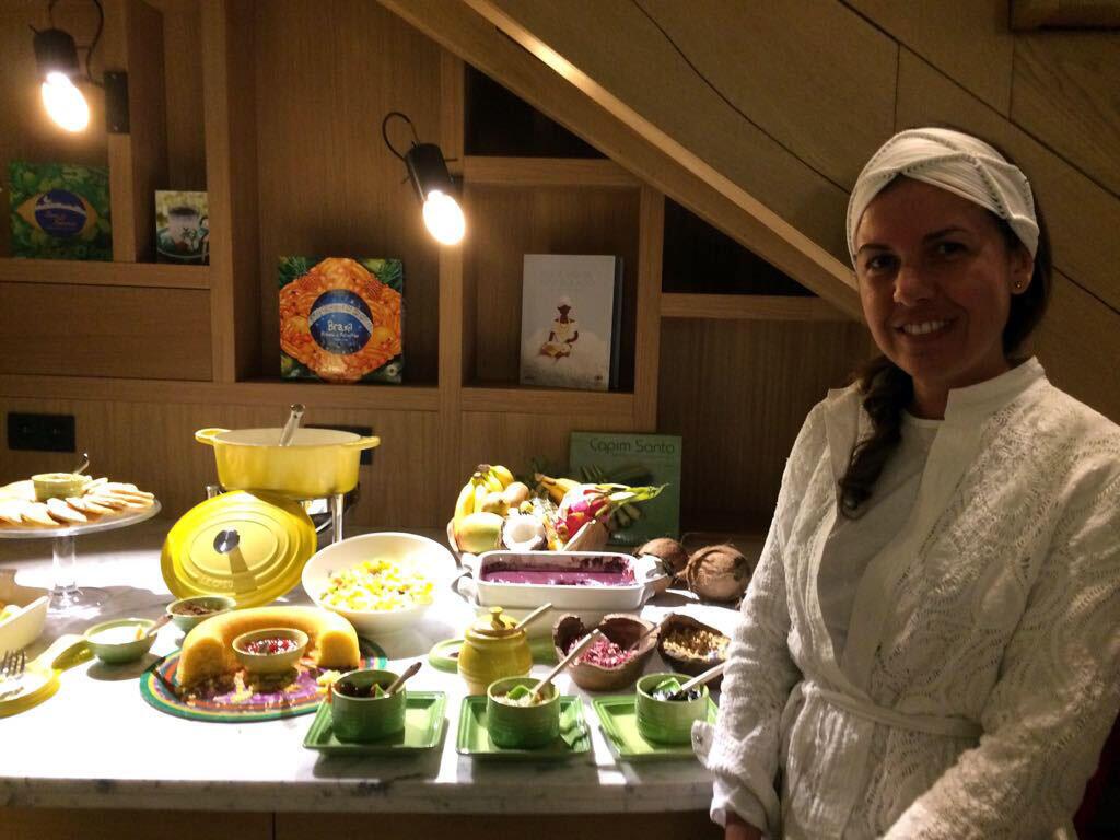 A chef Morena Leite apresenta uma cozinha preparada com técnicas francesas