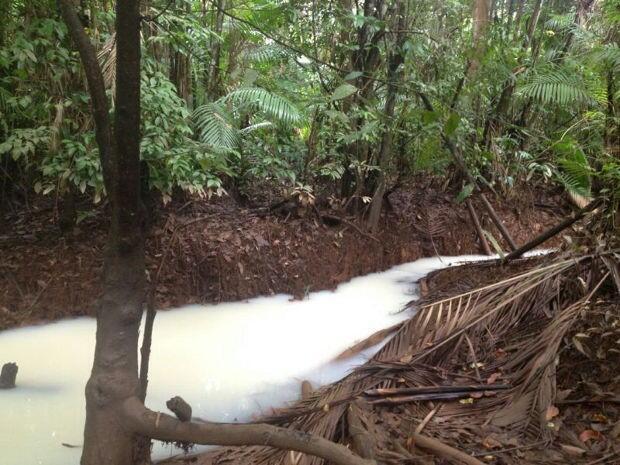 Segundo moradores, ocorreram cinco vazamentos em apenas uma semana.