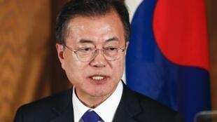 Tổng thống Hàn Quốc Môn Jae In công du Pháp để tìm sự hậu thuẫn của Paris trong « tiến trình phi hạt nhân hóa Bắc Triều Tiên » và thiết lập « nền hòa bình bền vững » trên bán đảo.