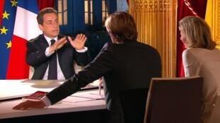 Nicolas Sarkozy apresentou medidas ao longo de uma entrevista de mais de uma hora a quatro jornalistas franceses