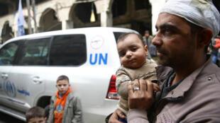 Un habitant de Douma, dans la Ghouta, le 15 mars 2018.