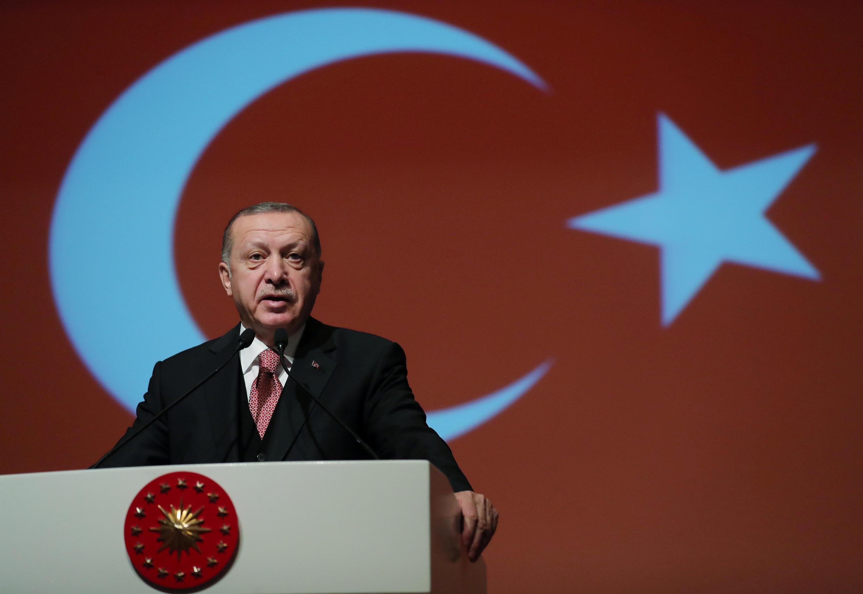 Recep Tayyip Erdogan dijo querer educar 'a una juventud religiosa'.