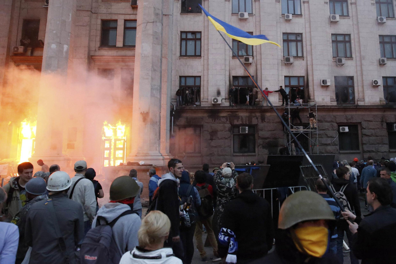 A Odessa, la Maison des syndicats a pris feu. 31 personnes sont mortes, selon le ministère de l'Intérieur.