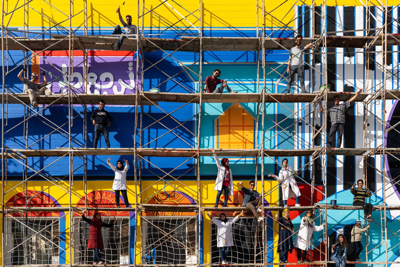 Les étudiants en beaux-arts de l'université de Mossoul ont réalisé une fresque de 200 M2 et rêvent aujourd'hui de colorer d'autres murs de leur ville