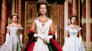 Diễn viên Romy Schneider trong vai hoàng hậu Sissi. Ảnh chụp từ màn hình bộ phim Hoàng hậu Áo Quốc.