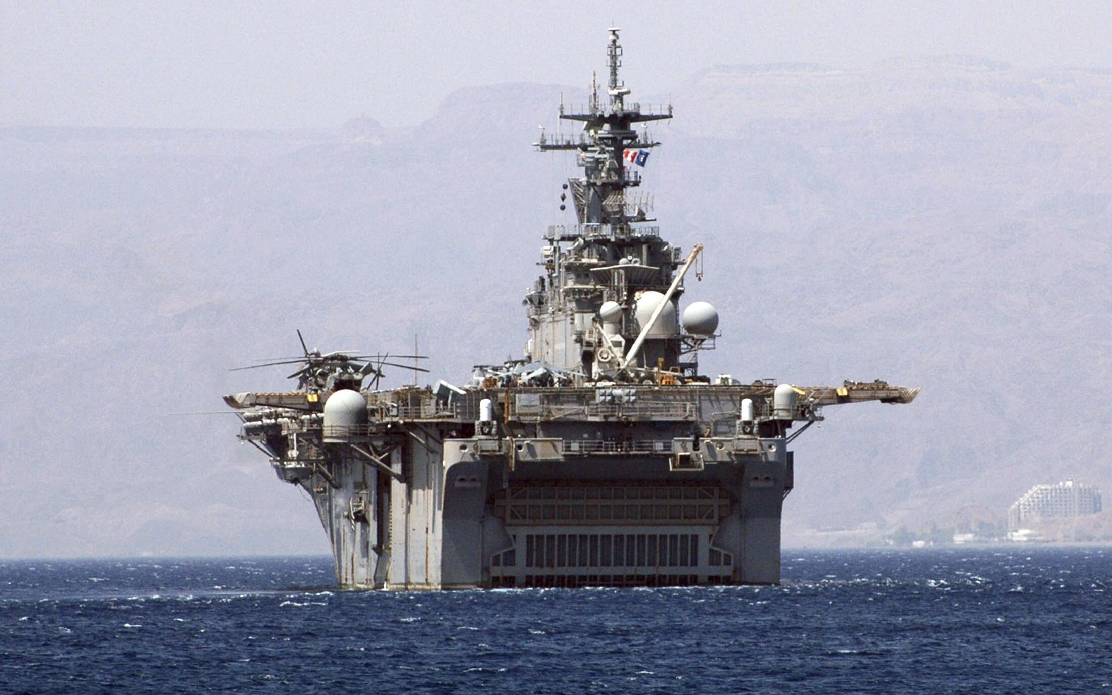 Chiến hạm Kearsarge của Hoa Kỳ, ngày 19/09/2005, tại cảng Aqba (Jordani).