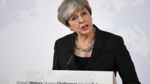 A primeira-ministra britânica, Theresa May, defendeu nesta sexta-feira um período de dois anos de transição após a saída do Reino Unido da União Europeia