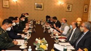 中國國防部長魏鳳和與印度國防部長辛格會談資料圖片