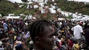 Kalemie, sud-est de la RDC, au bord du lac Tanganyika. Des déplacés attendent la distribution de vivres le 20 mars 2018.