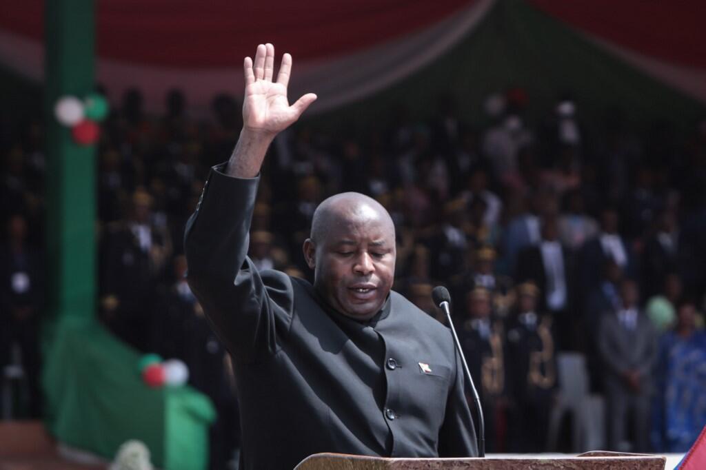 (illustration) Évariste Ndayishimiye prête serment et devient le nouveau président du Burundi, dans le stade de Gitega, le 18 juin 2020.