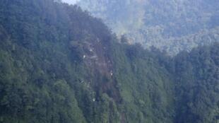 Место, где самолет SSJ-100  врезался в гору,  Индонезия, 10 мая 2012 года