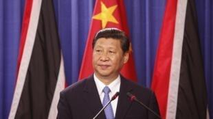 El presidente chino Xi Jinping se dirige a los medios durante su reciente visita  a Trinidad y Tobago, primera etapa de su gira latinoamericana, el 1° de junio de 2013.