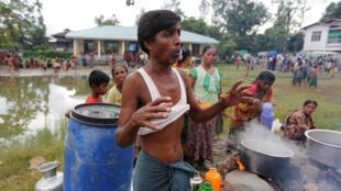 Tín đồ Ấn giáo tại một trại đón tiếp người tị nạn ở gần Maungdaw, Miến Điện. Ảnh chụp ngày 30/08/2017