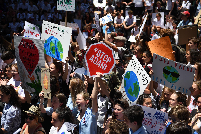 Des élèves de différentes écoles manifestent contre le changement climatique ce vendredi 30 novembre 2018 à Sydney.