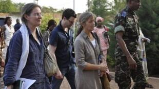 Béatrice Stockly à son arrivée à l'aéroport de Ougadougou au Burkina Faso, le 24 avril 2012.