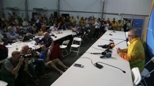 Diretor de comunicação da Olimpíada, Mario Andrada, concede entrevista coletiva sobre a bala perdida que entrou em centro de imprensa de Deodoro.