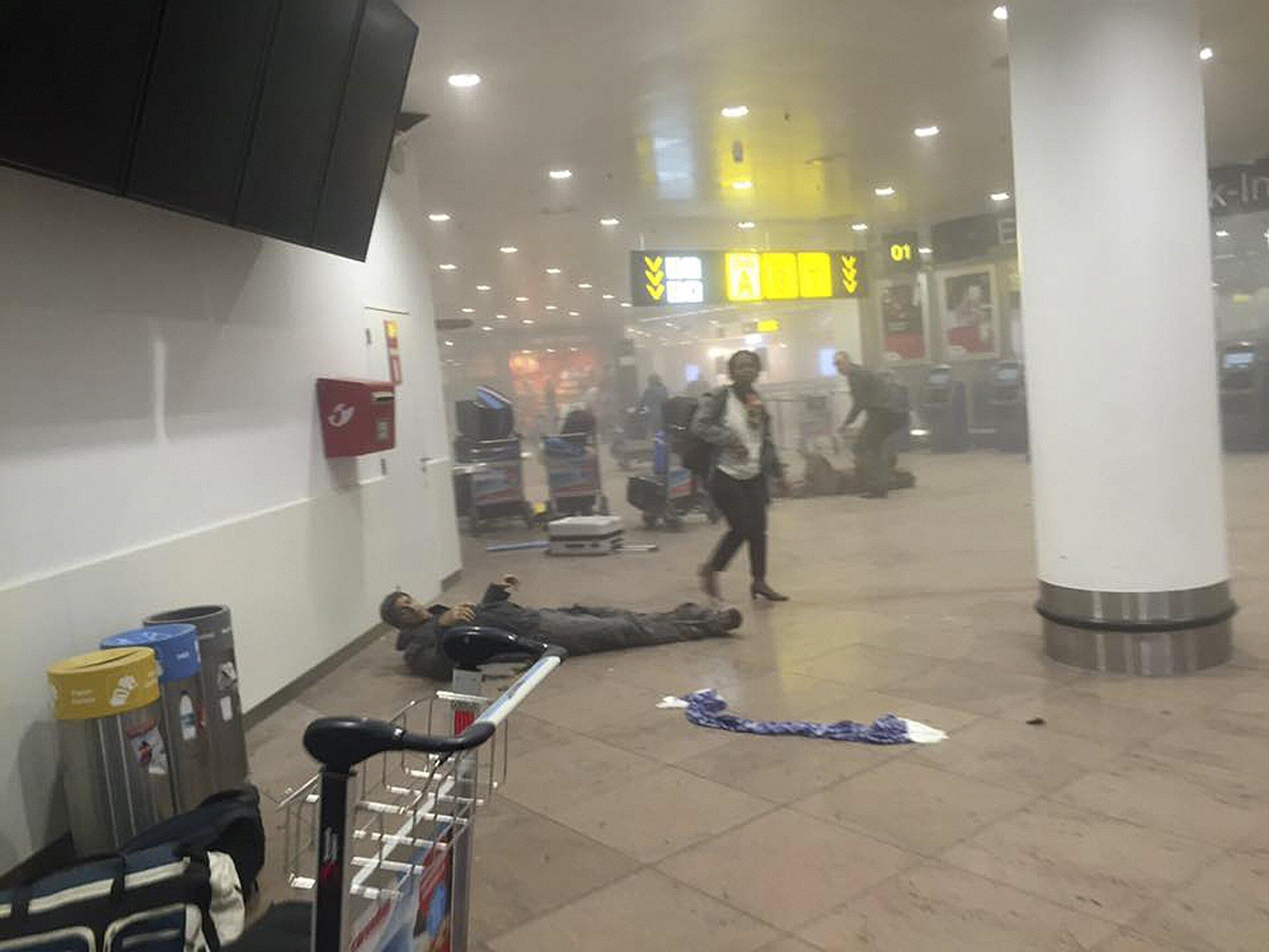 O aeroporto de Bruxelas pouco depois das explosões a 22 de Março.