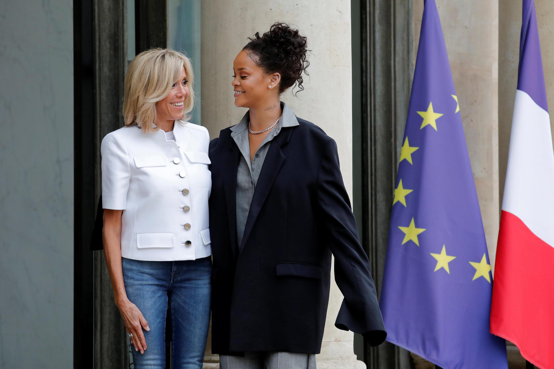 Brigitte Macron e Rihanna no Palácio do Eliseu, em Paris