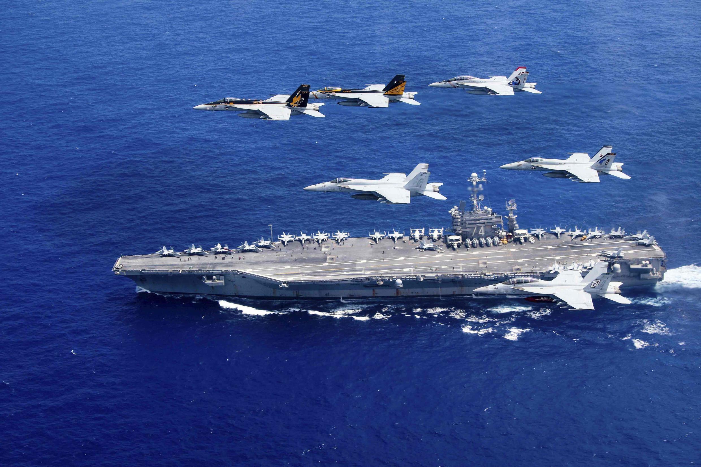 Ảnh minh họa : Máy bay Carrier Air Win 5, Carrier Air Wing 9 và tàu sân bay USS John C. Stennis tập trận trong vùng biển Philippines, ngày 18/06/2016.