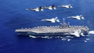 Máy bay Carrier Air Win 5, Carrier Air Wing 9 và tàu sân bay USS John C. Stennis tập trận trong vùng biển Philippines, ngày 18/06/2016.
