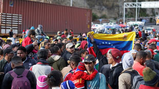 Les migrants vénézuliens bloquent le pont frontalier entre la Colombie et l'Équateur de Rumichaca, le 26 août 2019.