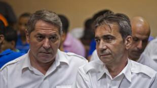 Los franceses Pascal Fauret (I) y Bruno Odos (D), respectivamente el piloto y el copiloto. Foto en Santo Domingo, en febrero de 2014.