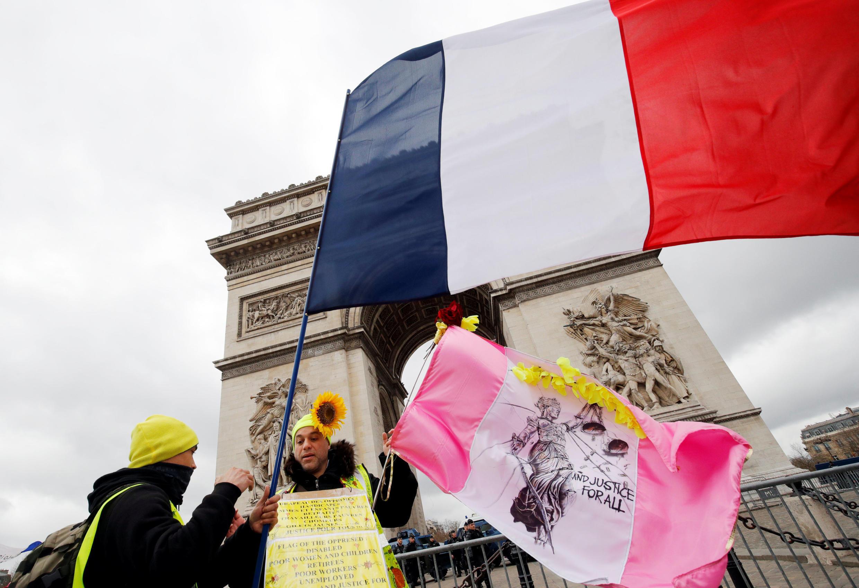 Một người biểu tình Áo Vàng trên đại lộ Champs Elysées, Paris, ngày 09/03/2019.