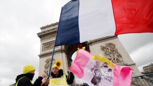 图为法国黄背心星期六抗议运动2019年3月9日在巴黎香榭丽舍大道示威。