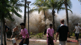 Le 26 décembre 2004, devant l'arrivée du tusnami à Ao Nang, en Thaïlande.