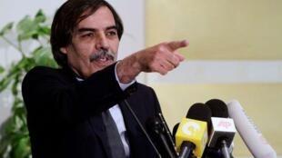 Tsohon mataimakin Fira Ministan kasar Libyar Ali Tarhouni lokacin yake ganawa da manema labarai a birnin Tripoli