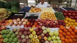 Des fruits et légumes vendus à Saint-Pétersbourg, en Russie.