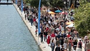 """A crowded Canal de l'Ourcq on the second day of """"Paris Plages"""" in the summer of 2007."""