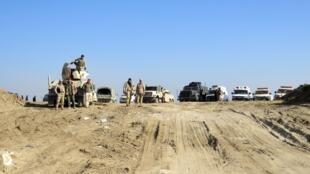 Fuerzas iraquíes en su avance hacia el centro de la ciudad de Ramadi, al oeste de Bagdad, este 22 de diciembre de 2015.